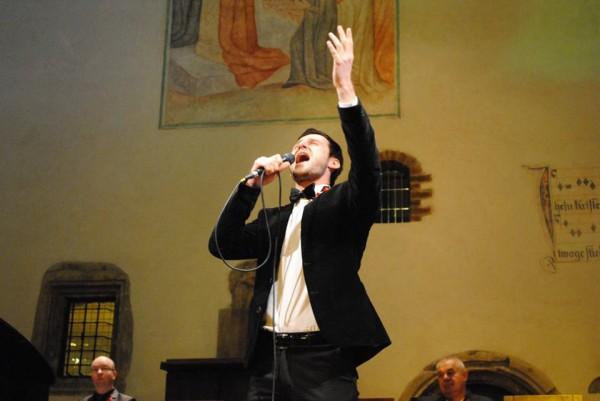 Alexandr Elovskikh - zpívá finál. píseň v kapli
