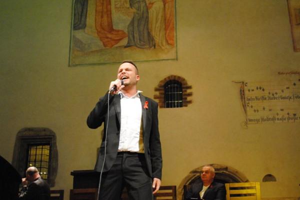 Denis Simukov finálová píseň v kapli