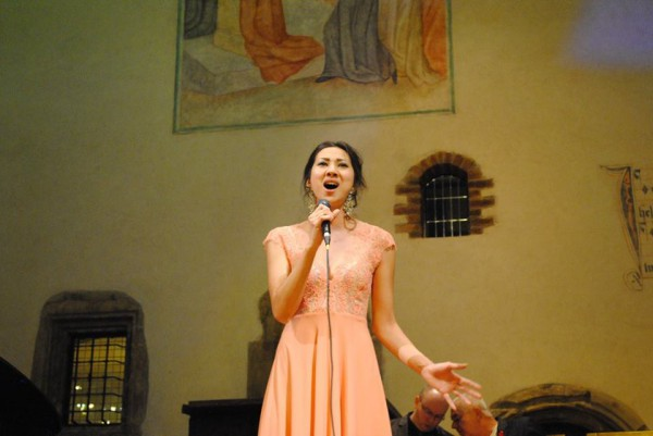 Zhanar Buzykeeva - KAZ -finálová píseň v kapli