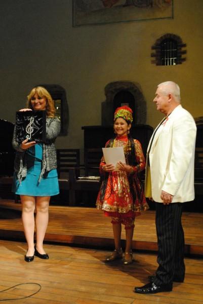 cena pro dětskou vítězku a já s Olgou