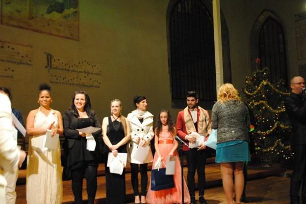 nástup finalistů a Olga předává všem dárek